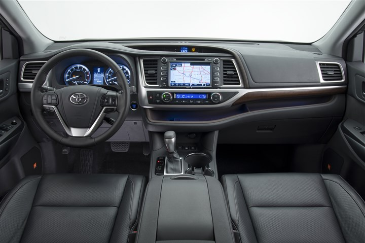 254c9ac2-9582-40ac-a977-020472151976 The interior of the 2014 Toyota Highlander.