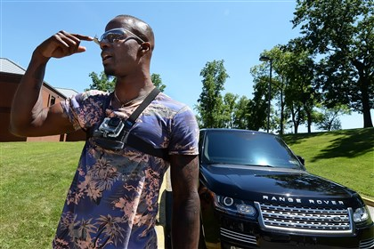 20140725pdSteelersSports05-2 Ike Taylor, pointing to his Google Glass and armed with a Go Pro on his chest, talks to members of the media upon arriving at training camp.