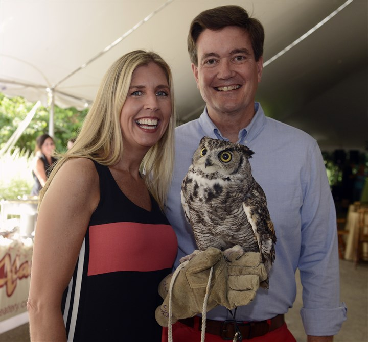 20140725bwZooSeen01-1 Anita and Joe Moran with a great horned owl, Merlin. #SEENChairs