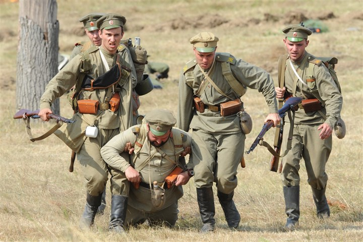 9rf00lt6-18 Actors dressed as Russian soldiers re-enact the 1914 Battle of Tannenberg Sunday in Szkotowo, Poland, marking the 100th anniversary of the beginning of World War I.