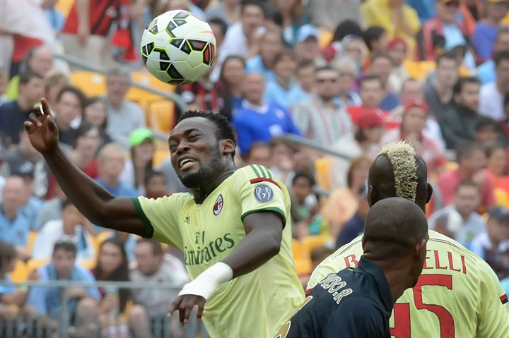 20140727pdSoccerSports04-1 AC Milan's Sulley Muntari breaks up pass against Manchester City in an International Champions Cup series match Sunday at Heinz Field.