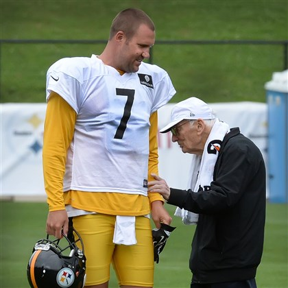 20140728pdSteelersSports09-2 Steelers owner Dan Rooney touches Ben Roethlisberger as he passes by during afternoon workouts in the rain Monday at Saint Vincent College in Latrobe.