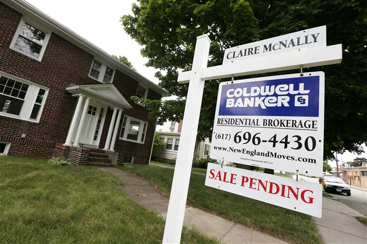 Pending Home Sales Contracts to buy homes slip in June.