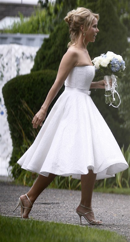 APTOPIX People Kennedy Hines Wedding Actress Cheryl Hines walks across a lawn to the tent where her wedding to Robert F. Kennedy Jr. took place in Hyannis Port, Mass. on Saturday.