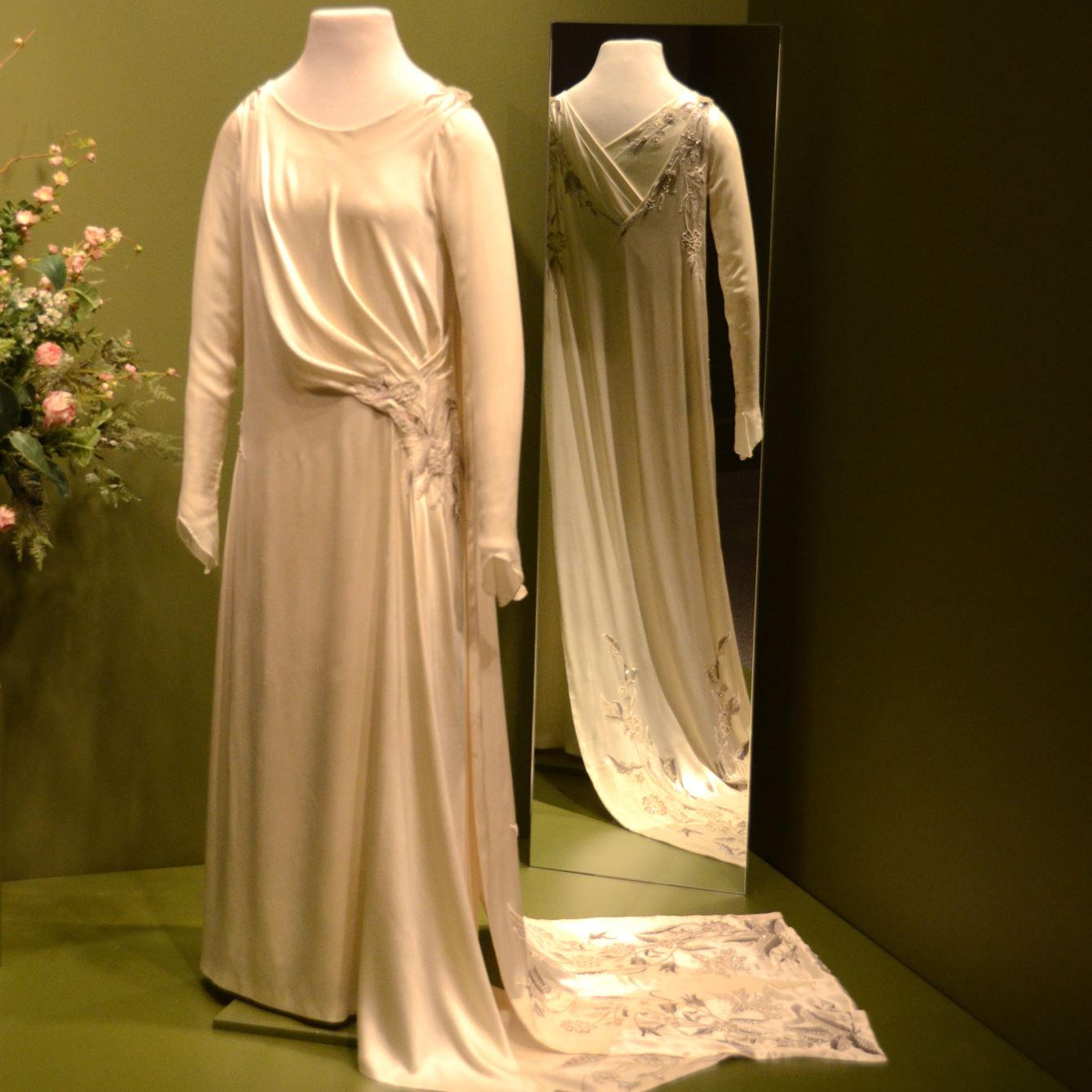 Wedding Gown Display: Forty Costumes Worn By 'Downton Abbey' Cast On Exhibit At