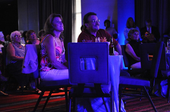 20140808ssSeenCasinoMag Guests watch Billy Davis Jr. and Marilyn McCoo, original members of The 5th Dimension, perform Friday during the fifth aniversary party of Three Rivers Casino.