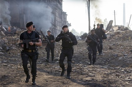 "expendables0815d-3 From left, Barney Ross (Sylvester Stallone), Toll Road (Randy Couture), Galgo (Antonio Banderas), Lee Christmas (Jason Statham), Doc (Wesley Snipes), and Gunner Jensen (Dolph Lundgren) in ""The Expendables 3."""