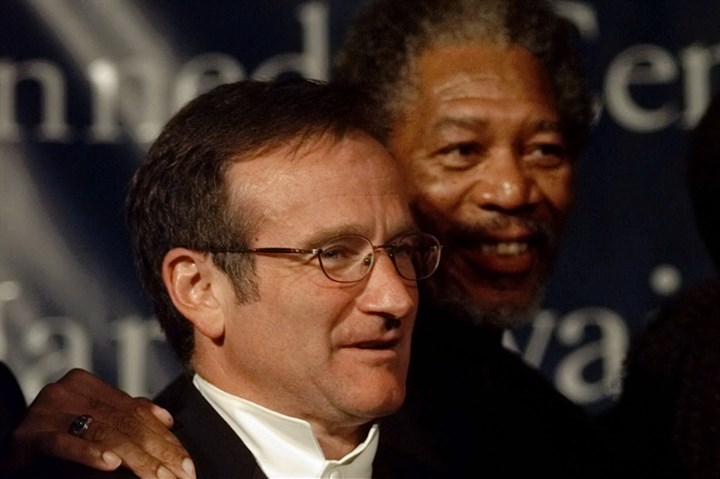 5B401KLJ-1 Entertainers Robin Williams, left, and Morgan Freeman look on as comedian Richard Pryor receives accolades from colleagues at the Kennedy Center on Oct. 20, 1998, in Washington, D.C. The Kennedy Center honored Mr. Pryor that night with the Mark Twain Prize.