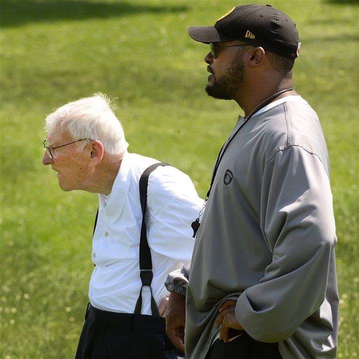 20140812pdSteelersSports03-2 Dan Rooney talks with Steelers head coach Mike Tomlin during workouts Tuesday at Saint Vincent College in Latrobe.