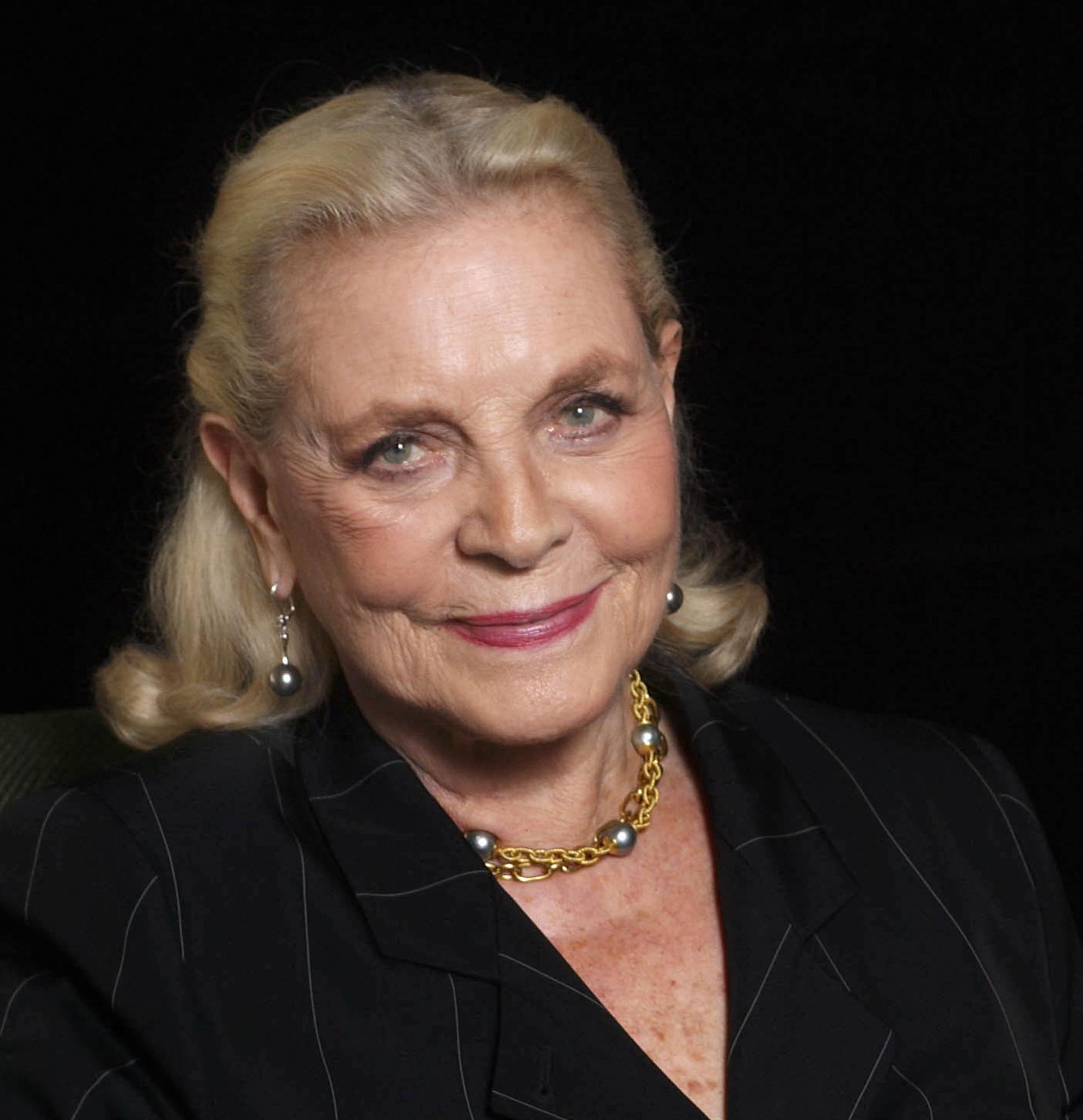 obituary lauren bacall legendary huskyvoiced hollywood