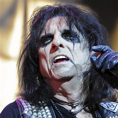 20140813mfcoopermag04-3 Alice Cooper performs at First Niagara Pavilion Wednesday night.
