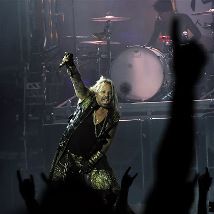 "20140813mfmotleymag01-4 Motley Crue lead singer Vince Neil opens with ""Saints of Los Angeles"" at First Niagara."
