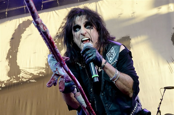 20140813mfcoopermag01 Alice Cooper performs at First Niagara Pavilion Wednesday night.