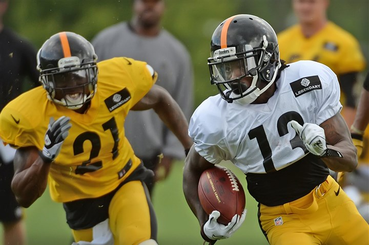 20140814pdSteelersSports08-6 Steelers running back Dri Archer turns the corner during workouts at Saint Vincent College, Latrobe.
