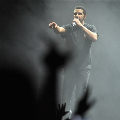 "20140817DARDrakePerformsLWVDLocal06-3 Rapper Drake performs Sunday at First Niagara Pavilion in a concert billed ""Lil Wayne vs. Drake."""