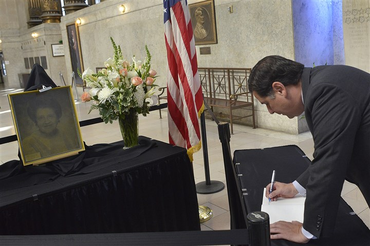 20140818lrsophielocal12-1 Pittsburgh Mayor Bill Peduto writes a message in the memorial book for former Mayor Sophie Masloff at the City-County Building.