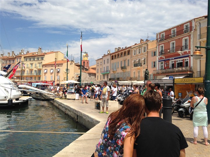 20140818sttropezKKharbor Visitors on the harbor front in St. Tropez, France.