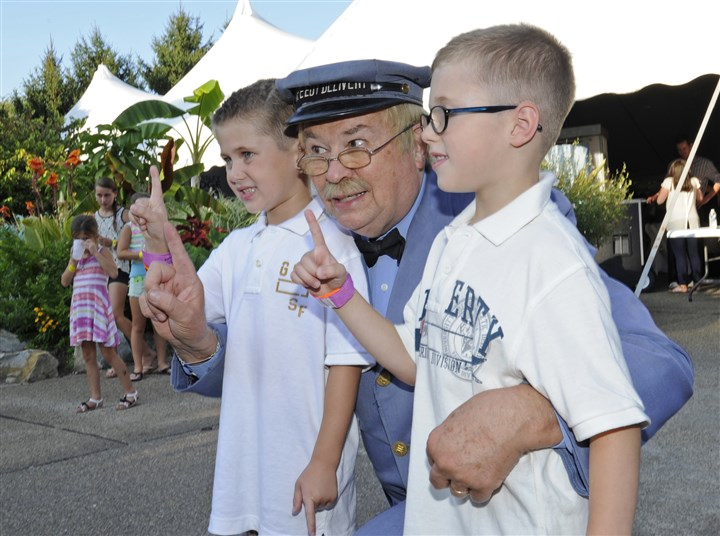 20140817CMPresleyRidgeSeen005-4 Jacob Vidic, 5 and his brother William, 5, of West Mifflin, pose with Mr. McFeely (David Newell) of Mr. Rogers' Neighborhood at the Pressley Ridge Ice Cream Fundae event.