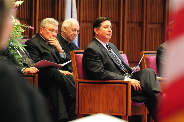 20140819RARlocalsophie2-1 Pittsburgh Mayor Bill Peduto waits to read his eulogy with Bishop David Zubik and Father Ron Lenguin at the funeral for former Mayor Sophie Masloff at Temple Sinai in Squirrel Hill.