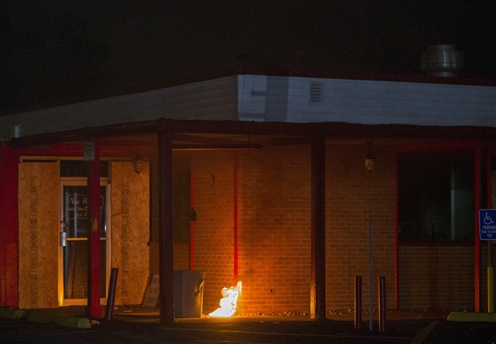 USA-MISSOURI/SHOOTING A fire, lit by a demonstrator, burns outside of a restaurant in Ferguson, Mo., during ongoing protests in reaction to the shooting of teenager Michael Brown.