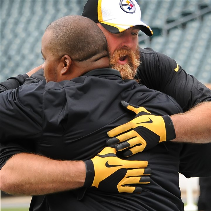 Brett Keisel hugs Duce Staley Steelers defensive lineman Brett Keisel gives a big hug to former Steeler Duce Staley, now an assistant coach with the Eagles, before Thursday's game at Lincoln Financial Field in Philadelphia.