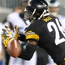 Steelers running back Le'Veon Bell drops a pass Thursday night against the Eagles.