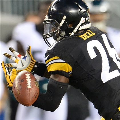 belldrop0822 Steelers running back Le'Veon Bell drops a pass Thursday night against the Eagles.