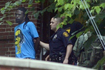 20140822dsSWATLocal01 Pittsburgh police arrested six people following a brief standoff this morning in Fineview.