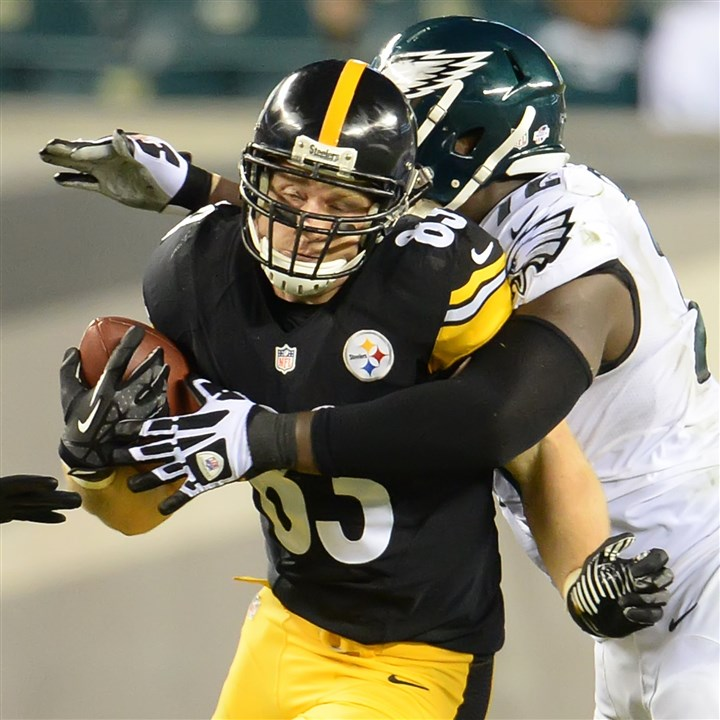20140821pdSteelersSports07  Heath Miller is tackled by the Eagles Cedric Thornton in the first half Thursday at Lincoln Financial Field in Philadelphia.