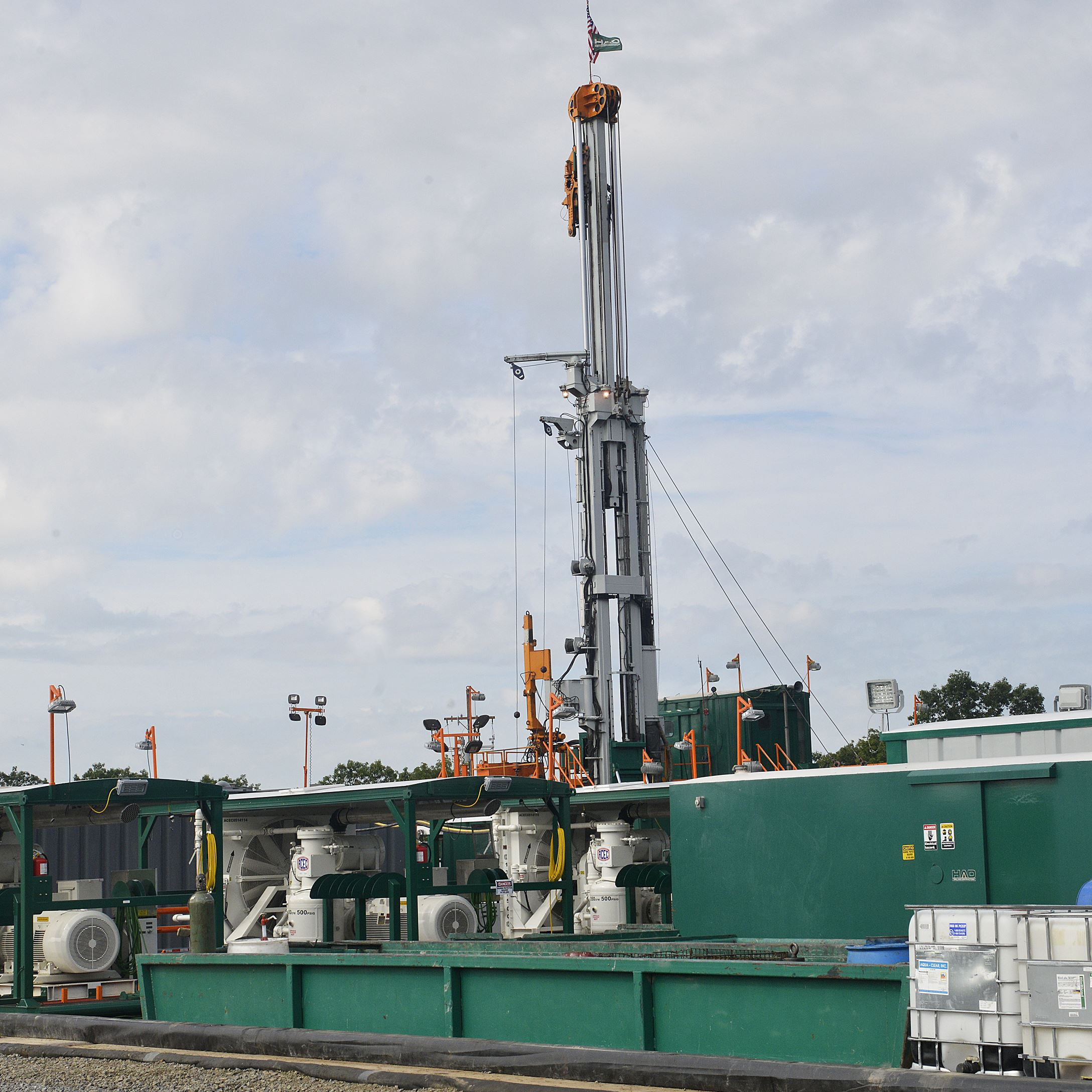 Consol Energy Well Pad 2 The first well on Consol Energy's Well Pad 2 at the new Marcellus Shale extraction site near Pittsburgh International Airport.