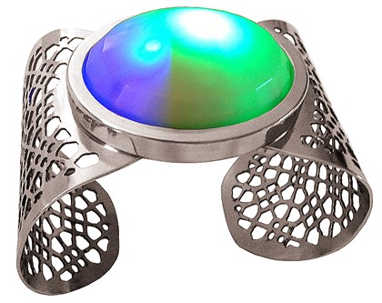 Curioso Cuff The Curioso Cuff illuminates with the goal of attracting attention and starting conversations in social settings.
