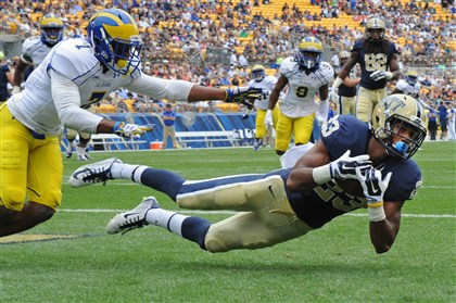 Tyler Boyd Pitt's Tyler Boyd pulls in the ball for a touchdown against Delaware's C.J. Jones in the first quarter at Heinz Field Saturday afternoon.