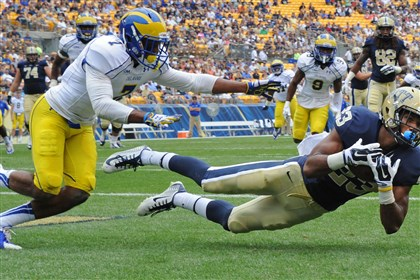 20140830mfpittsports01.jpg Pitt's Tyler Boyd pulls in the ball for a touchdown against Delaware's C.J. Jones in the first quarter at Heinz Field Saturday afternoon.