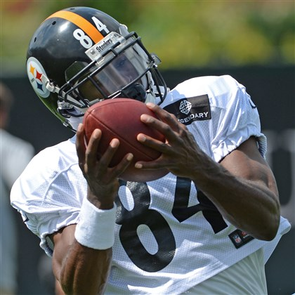 20140903mfsteelerssports04-3 Antonio Brown pulls in a pass during practice on the South Side Wednesday.