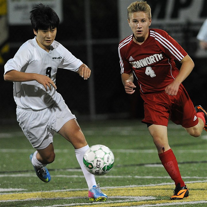 9iy00kkm.jpg Avonworth's Dewey Konopka, right, tries to beat Seton-LaSalle's Chris Cho to the ball during a match last year.