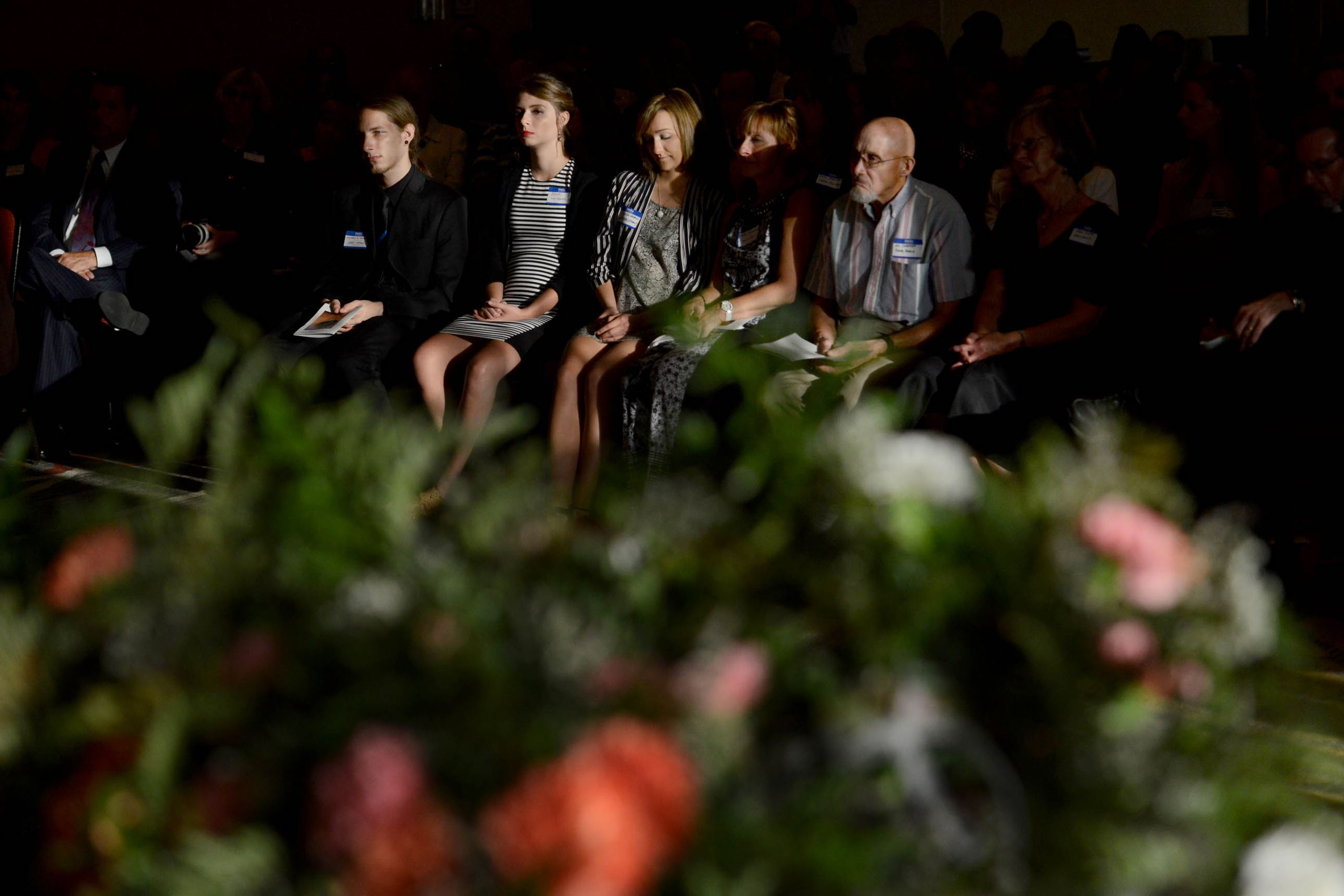 Families of Flight 427 victims gather on 20th anniversary ...