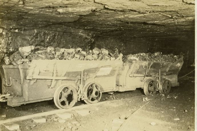 "coal wagon Coal wagon (1907): The Vesta Coal Company, a subsidiary of Jones & Laughlin Steel Corp. A coal car known as a ""wagon"" was used to haul raw coal from the mines to the coal breaker. These cars also transported rock from the tunnels below to the surface. The Vesta No. 4 Mine, once the largest bituminous coal mine in the world, contained over 100 miles of track. Each trip of loaded cars arriving at the tipple contained approximately 500 tons of coal."