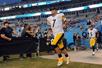 Steelers quarterback Ben Roethlisberger enters the field for warmups before the start of the game against the Panthers at Bank of America Stadium in Charlotte