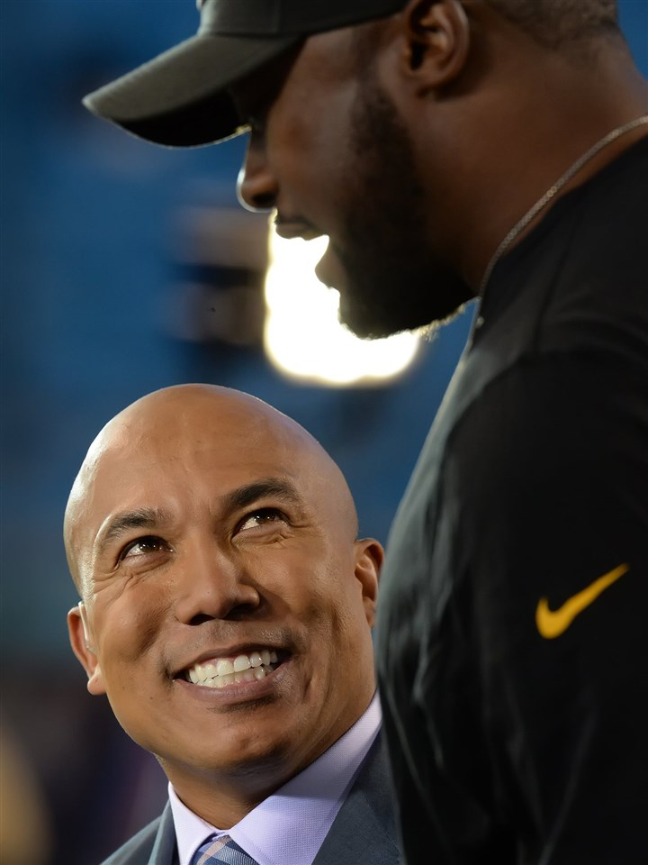 20140921pdSteelersSports02-5 Steelers head coach Mike Tomlin jokes with former Steeler great Hines Ward during an NBC broadcast last month at Bank of America Stadium in Charlotte.
