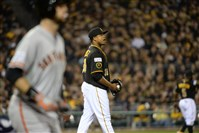 Pirates pitcher Edinson Volquez reacts after walking the Giants' Brandon Belt to load the bases in the fourth inning Wednesday.