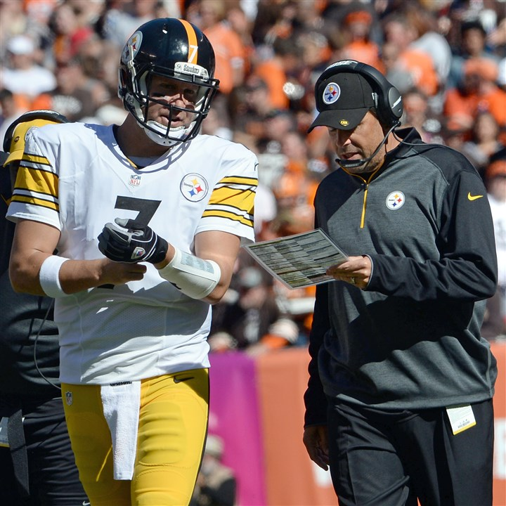 toddhaley1013 Steelers quarterback Ben Roethlisberger talks with offensive coordinator Todd Haley as they face the Browns on Sunday in FirstEnergy Stadium in Cleveland.