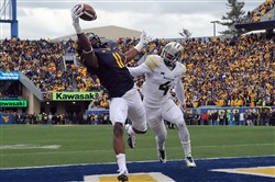 West Virginia's Kevin White pulls in a touchdown pass against Baylor's Xavien Howard in the fourth quarter Saturday at Milan Puskar Stadium in Morgantown, W.Va.