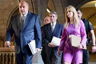 Robert Ferrante, center, is flanked by his defense attorneys William Diffenderfer, left, and Wendy Williams as he is escorted to Judge Jeffrey Manning's courtroom Thursday.