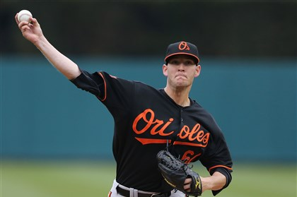 Pirates sign pitcher Stinson to minor league contract