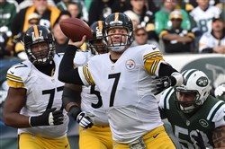 Steelers quarterback Ben Roethlisberger scrambles to try to make a play against the Jets on Sunday at MetLife Stadium.