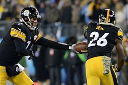 Steelers quarterback Ben Roethlisberger hands off to Le'Veon Bell against the Titans in the first quarter at LP Field in Nashville on Monday night.