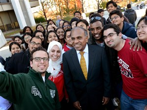 International students take a selfie in 2014 with Subra Suresh, president at Carnegie Mellon University. Mr. Suresh was highest Western Pennsylvania president in the survey with total compensation of $897,840, including $738,063 in base pay.