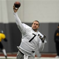 Ben Roethlisberger delivers a pass during Wednesday's practice on the South Side. The Steelers host the Saints on Sunday.