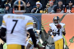 Antonio Brown pulls in a pass from quarterback Ben Roethlisberger against the Bengals in the third quarter at Paul Brown Stadium Sunday afternoon, December 7, 2014.