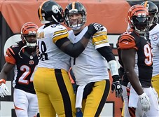 Left tackle Kelvin Beachum, shown celebrating with quarterback Ben Roethlisberger at Paul Brown Stadium this past season, is one of the players the Steelers would like extend. Beachum counts $1,542,000 against their salary cap in the final year of his contract.